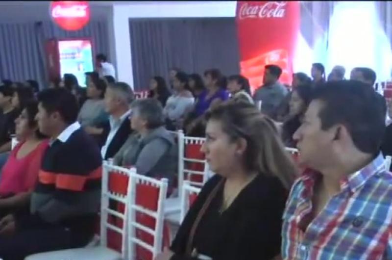 Coca cola graduó a propietarias de tienda