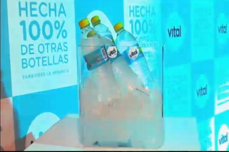 Coca cola Bolivia presenta botellas de Vital hechas de otras botellas recicladas