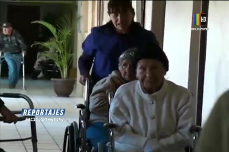 Abuelitos pasan la pandemia en hogares