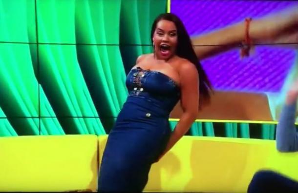 El bochornoso momento que vivió guapa modelo en programa en vivo