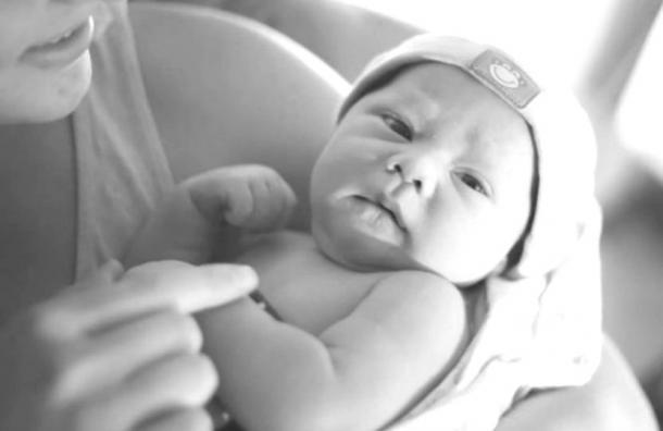 La foto del bebé que Instagram ha eliminado una y otra vez