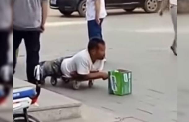 Se hizo pasar por minusválido y quedó en vergüenza en plena calle