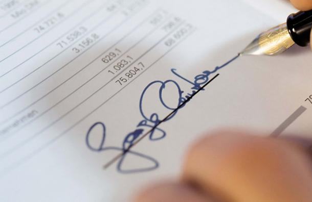 La manera en que firmas revela mucho más de tu personalidad de lo que crees