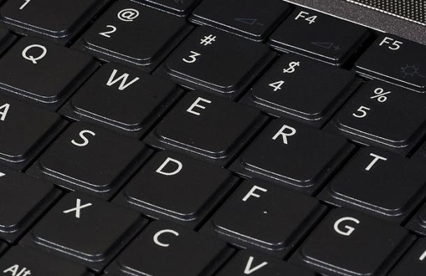 La razón de por qué el teclado del computador no está ordenado alfabéticamente